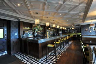 1876 Brasserie & Champagne Lounge/Entrada Restaurant