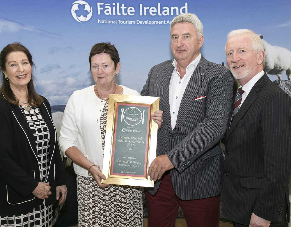 Pat and Miriam Mulcahy receiving award