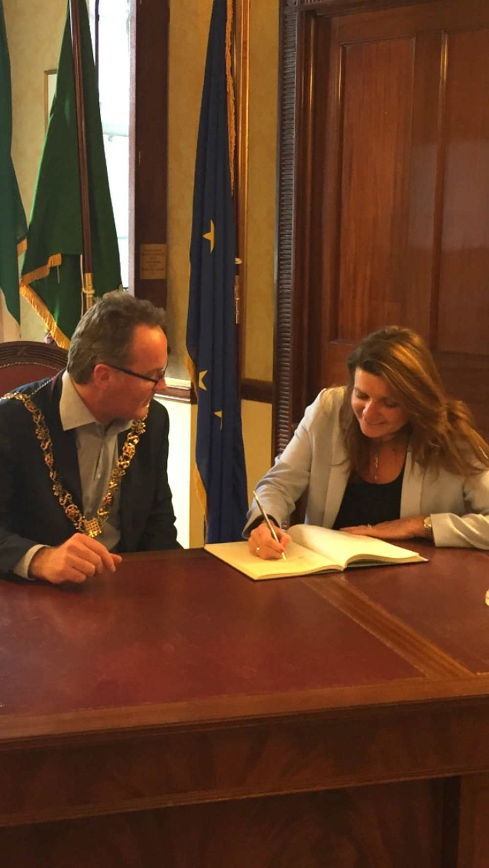 Rachel Gaffney signing the visitor book in Cork City Hall