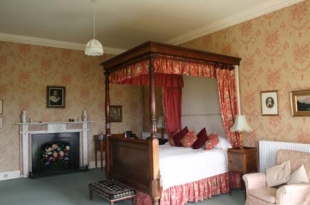 Ballinkeele House - Four Poster Bedroom