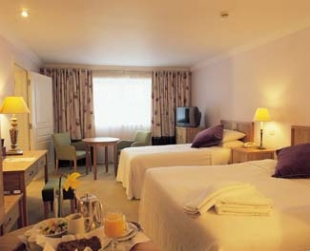 Castle Hotel & Leisure Centre - Macroom County Cork Ireland - Bedroom