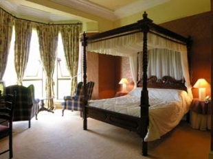 Ballinalacken Castle Country House -  Four Poster Bed