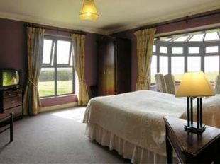 Ballinalacken Castle Country House -  Bedroom