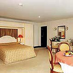 Fitzgeralds Woodlands House Hotel  - bedroom