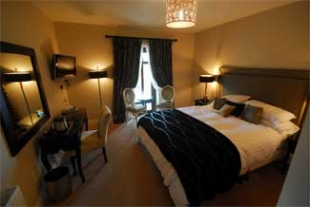 Keenans Hotel and Restaurant - Tarmonbarry County Roscommon Ireland  - Bedroom