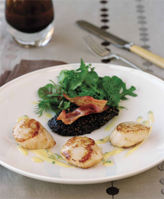 Seared Scallops with Black Pudding and Crispy Bacon