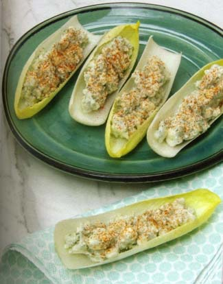 Chicory stuffed with blue cheese Ojas de chicoria con queso de cabrales